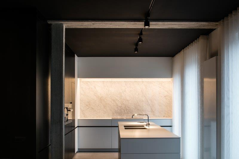 Bianco Carrara 'CD'<br />Architecte Interieurlabo 05<br />Exécuteur Dedoruin<br />Photographie cafeine.be