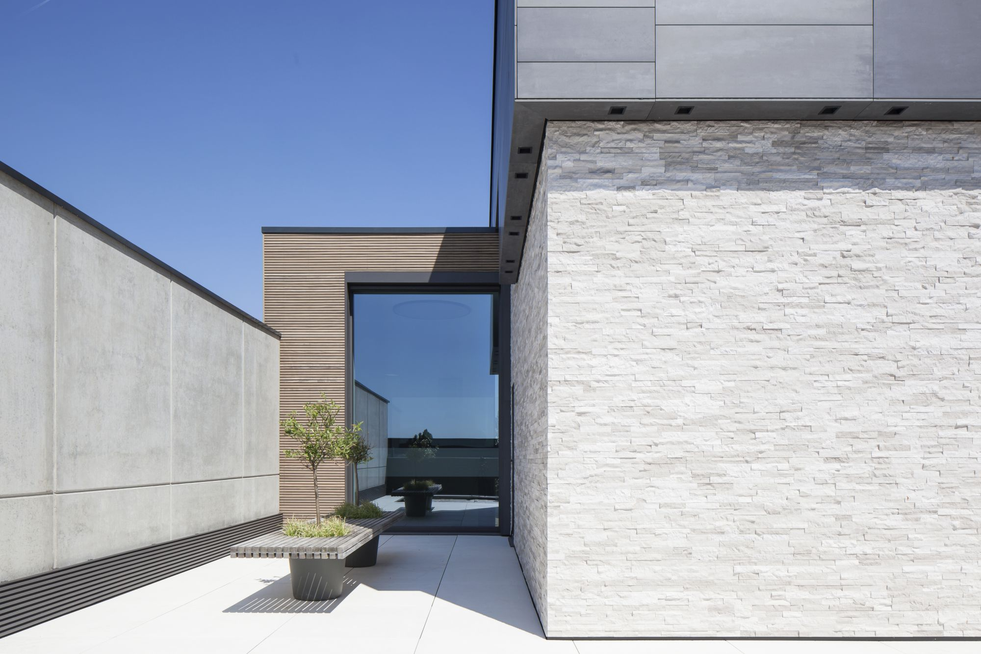 Woodstone Grey - Stoneskin<br />Architecte Jelle Vandecasteele<br />Photografie Johnny Umans